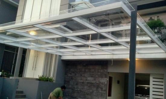 contoh-model-kanopi-rumah-minimalis-dari-kaca-baja-555x334
