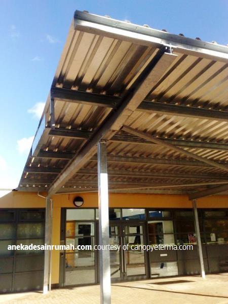 kanopi kaca transparan garasi mobil dan tempat parkir