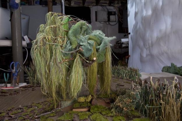 Diorama diatas  menggunakan kertas perkamen, bulu burung unta yang telah diwarnai, kawat, tali rafia, coklat yang diukir, kopi, dan lumut sintetis