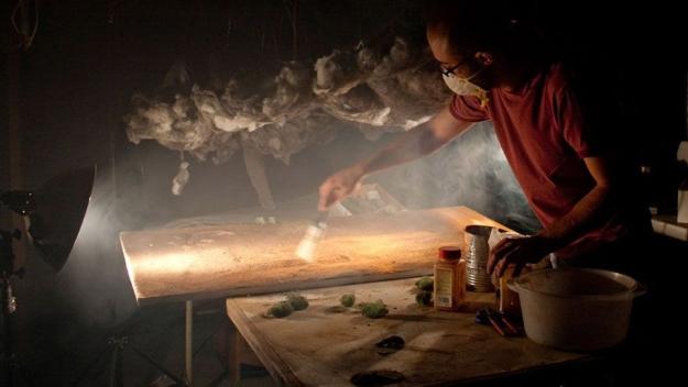 Diorama badai topan ini menggunakan wol baja, kapas, peterseli tanah dan lumut