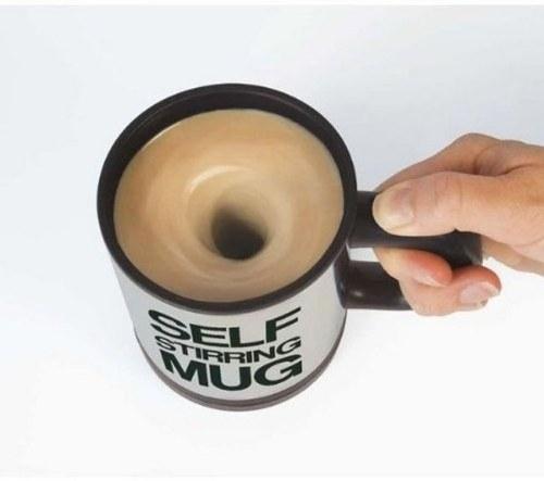 cangkir kopi otomatis yang bisa mengaduk sendiri