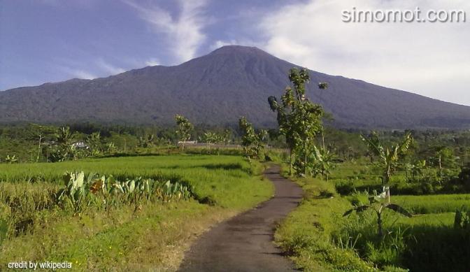 Sejarah & Dampak Jika Gunung Slamet Meletus, Pulau Jawa Akan Terbelah
