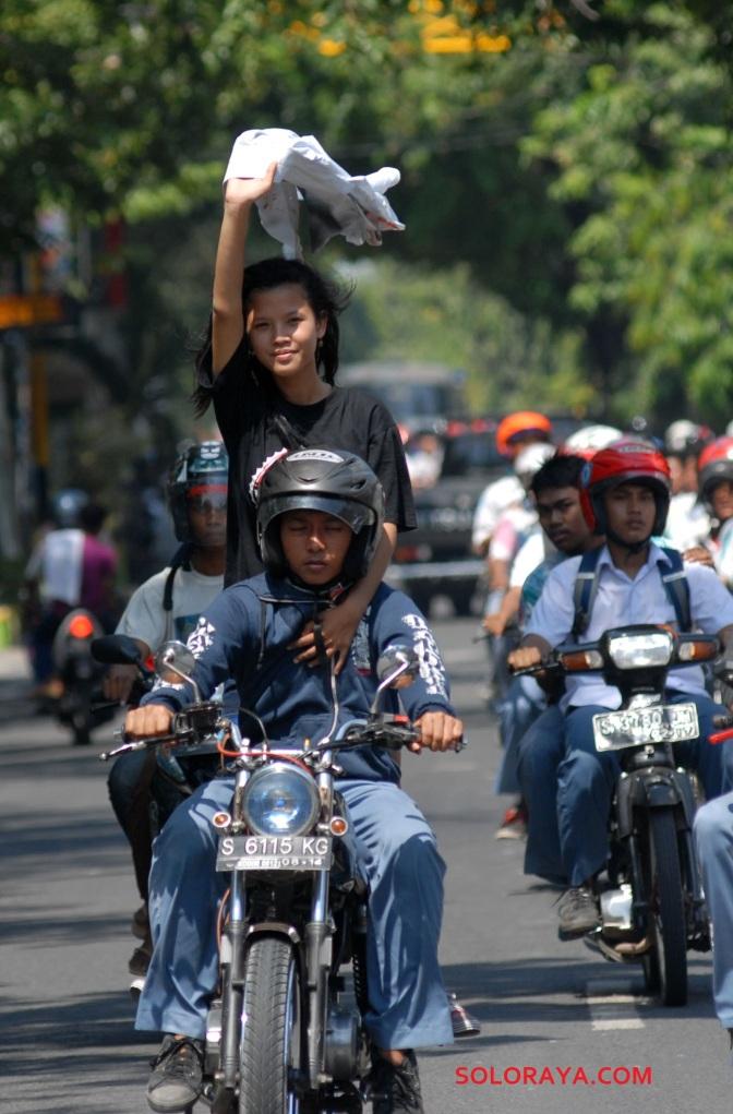 Foto-foto siswa siswi SMA dan SMK di Indonesia merayakan kelulusan