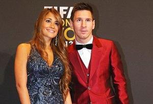Antonella Roccuzzo (Lionel Messi) feat
