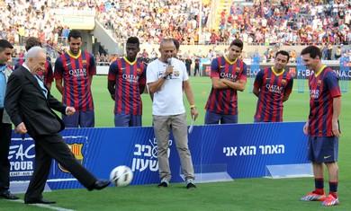 Messi dkk bersama Shimon Perez