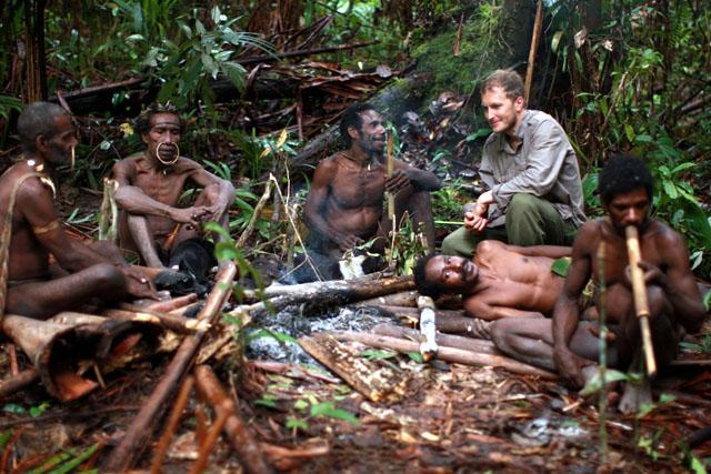 Suku kanibal di Indone...
