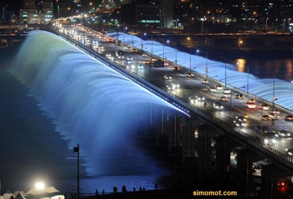 Air Mancur Jembatan Banpo, Seoul, Korsel