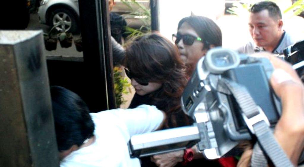 Tersebarnya foto wanita mesum berseragam PNS Bandung gara-gara HP ...