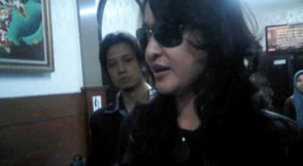Rinada atau R, pemeran foto bugil berseragam PNS Bandung. (OkeZone)