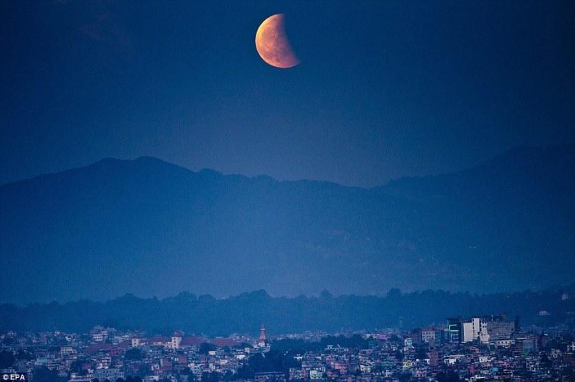 Gerhana Bulan Merah Total Nepal