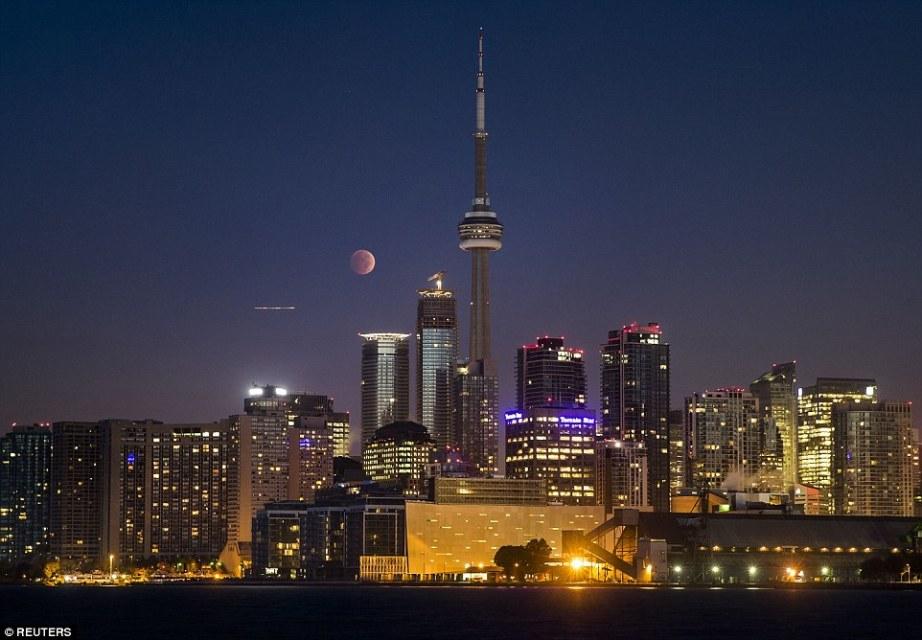 Gerhana Bulan Merah Total Toronto Amerka