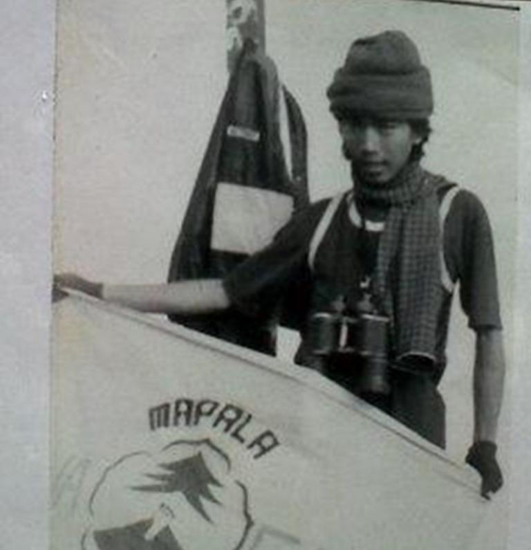 Repro foto Mapala Silvagama Fakultas Kehutanan Universitas Gadjah Mada (UGM) yang menunjukkan ketika Joko Widodo alias Jokowi sedang mendaki Gunung Kerinci bersama teman-teman kuliahnya pada 1983 lalu. Presiden terpilih RI ini memang memiliki hobi mendaki gunung saat masih menjadi mahasiswa UGM. (Merdeka)