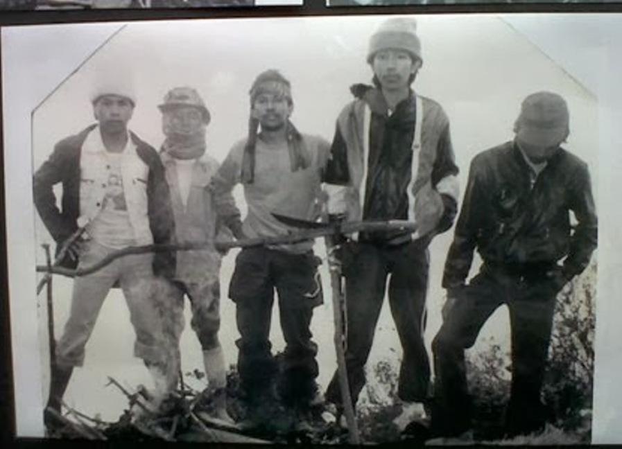Foto Jokowi  bersama 11 temannya dari Yogyakarta naik Gunung Kerinci di Sumatera yang diambil tahun 1983 silam. (Mapala Silvagama)
