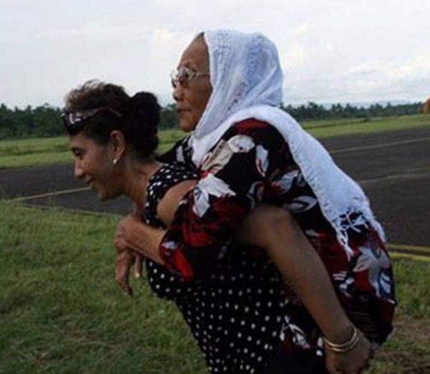 Menteri Kelautan dan Perikanan, Susi Pudjiastuti sayang ibu. (Facebook)