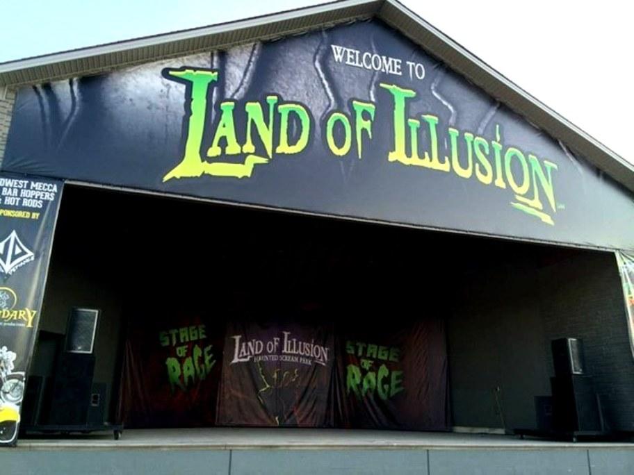 Wahana rumah hantu, Land of Illusion di Inggris. (Buzzfeed)