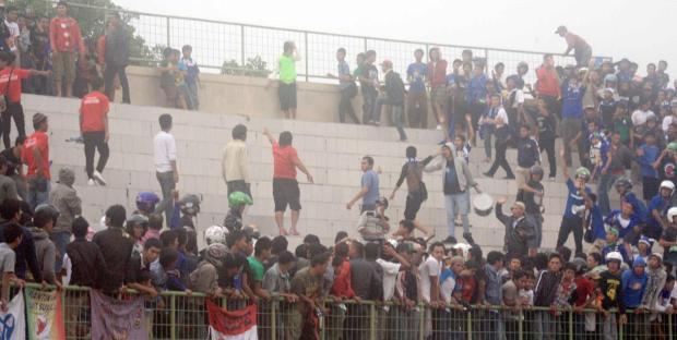Persis Solo vs Martapura FC rusuh, seorang suporter dikabarkan tewas