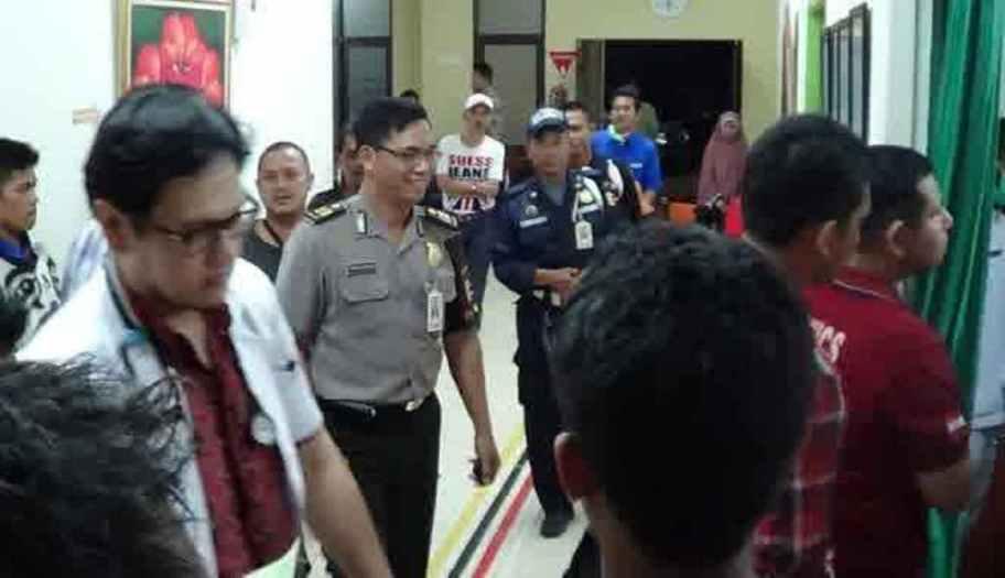 Suasana penangkapan Tessy Srimulat. (Vivanews)