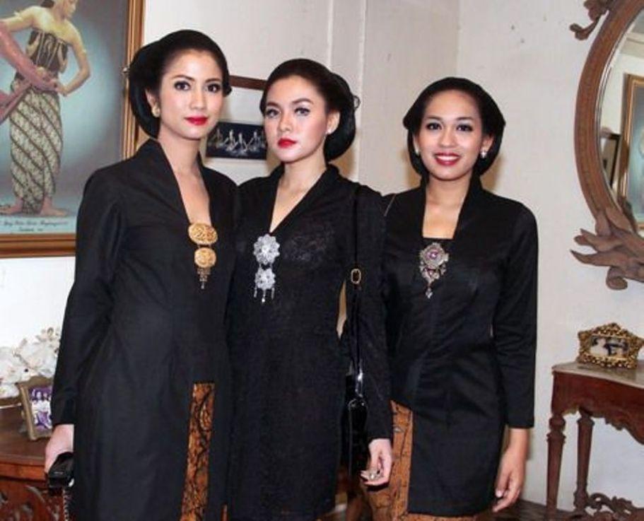 Vicky Shu di Mangkunegaran. (Kapanlagi)