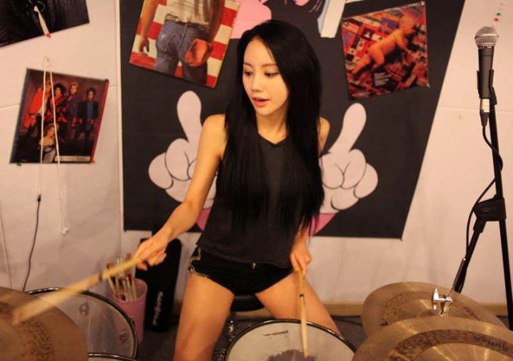 foto foto amp video drummer seksi dari korea ah yeon namanya si