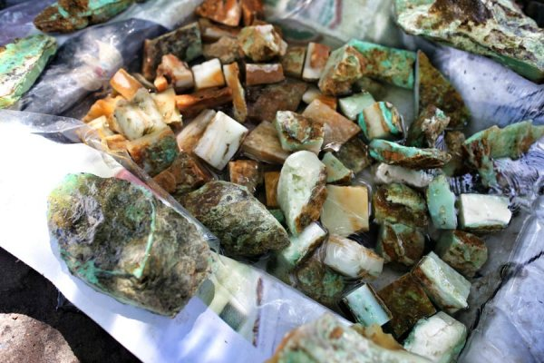 batu bacan batu mulia dari Maluku utara