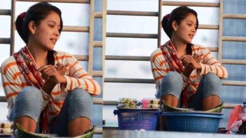 Gadis cantik penjual getuk di jembatan penyeberangan halte TransJakarta. (MetroTVNews)