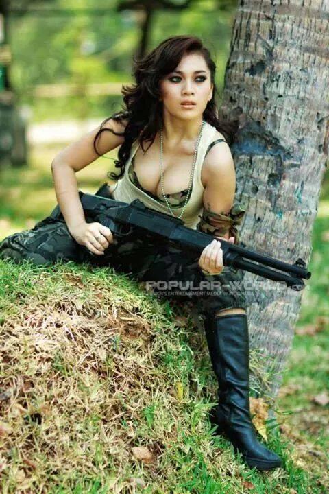 Gambar Status Fb Gokil Lucu Gadis Cantik Menembak Si Momot
