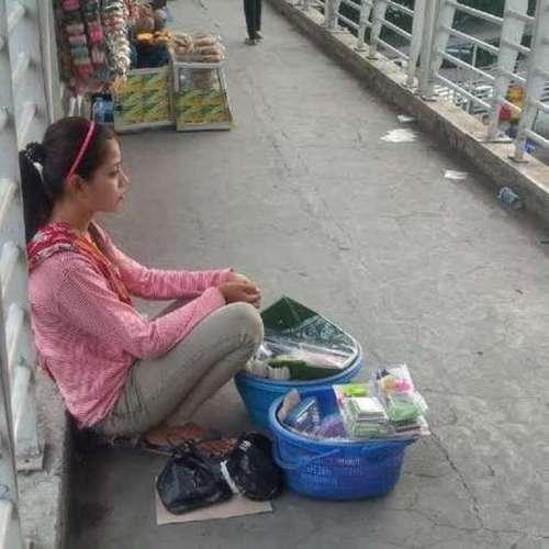 Ninih penjual getuk berwajah cantik. (DetikNews)