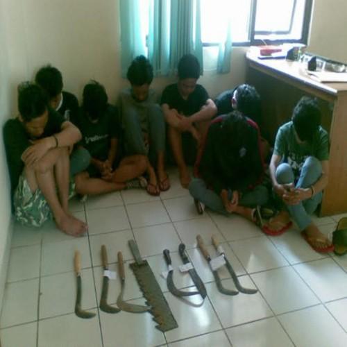 ... SMA Triguna Vs SMAN 74 Jakarta, 1 pelajar luka bacok | Si MomoT