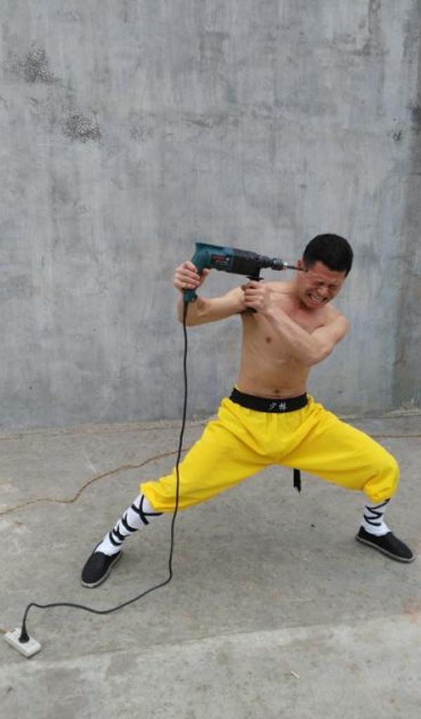 Zhao Rui ngebor kepalanya sendiri, bornya tidak mempan. (NewsSSC)