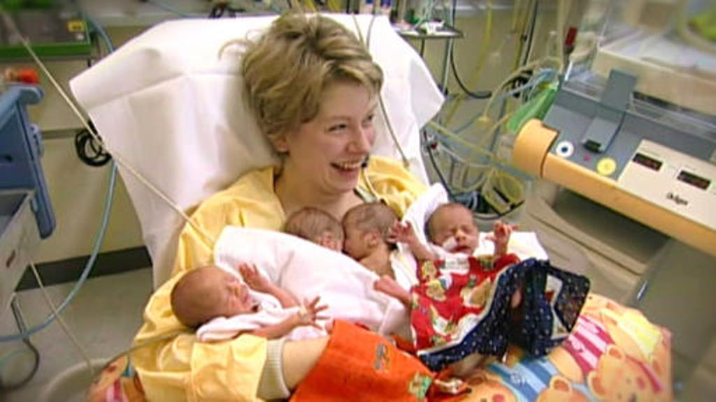 Pecahkan Rekor Nenek Ini Lahirkan Bayi Kembar Empat Si Momot
