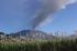 Asap solfatara menyembur dari Gunung Raung terlihat dari Desa Sumber Arum, Songgon, Banyuwangi, Jawa Timur, Sabtu (4/7). Aktivitas gunung yang masuk ke dalam wilayah Banyuwangi, Bondowoso, Situbondo dan Jember itu tercatat mengalami peningkatan gempa tremor dengan amplitudo antara 23-32 mm sejak status ditetapkan menjadi Siaga Level III pada 29 Juni 2015. ANTARA FOTO/Budi Candra Setya