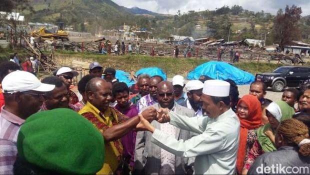 Perdamaian antar pemuka warga di Tolikara, Papua. (Wilpret Siagian/detikcom)