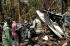 Anggota tim penyelamat membawa jenazah korban kecelakaan pesawat Trigana Air dekat Oksibil, distrik Gunung Bintang, provinsi Papua, dalam arsip foto Selasa (18/8) yang diberikan oleh Basarnas Rabu (19/8). 54 orang yang berada di pesawat tewas dalam kecelakaan yang terjadi dua hari lalu, kecelakaan udara terbaru dari serangkaian kecelakaan di kawasan negara kepulauan Asia Tenggara, menurut keterangan aparat terkait kemarin. ANTARA FOTO/REUTERS/Basarnas/Handout via Reuters