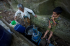 Seorang nenek memasukkan ke dalam jerigen, air hasil tampungan rembesan pipa saluran air di kawasan Sumberejo, Prambanan, DI Yogyakarta, Jumat (31/7). Memasuki musim kemarau, wilayah perbukitan Prambanan mulai kesulitan air bersih menyusul sumber-sumber air yang mulai mengering sehingga warga terpaksa membeli air bersih seharga Rp. 120 per tangki guna mencukupi kebutuhan. ANTARA FOTO/Andreas Fitri Atmoko/
