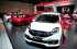 Seorang model berdiri disamping Honda HR-V Limited Edition yang dipamerkan di stand Honda pada ajang Indonesia International Motor Show (IIMS) 2015 di JI Expo Kemayoran, Jakarta, Rabu (19/8). Dalam ajang pameran IIMS kali ini Honda Jakarta Center menampilkan produk-produk terbaru Honda termasuk seri Limited Edition yang baru pertama kali diluncurkan. . ANTARA FOTO/Zarqoni/