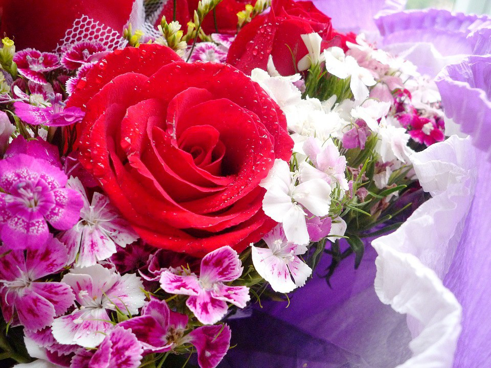 Berbagai Contoh Karangan Bunga Untuk Segala Macam Acara Bunga